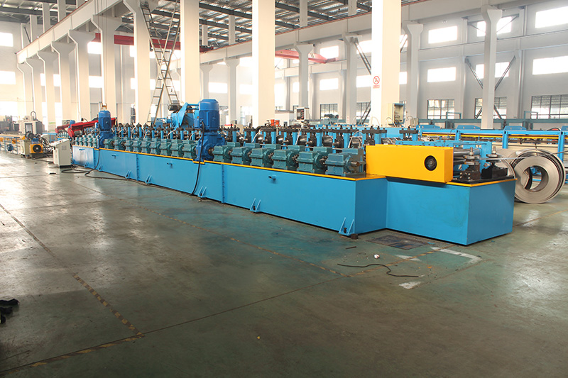 CENTRAL FRAME ROLL FORMING MACHINE FOR CONTAINER HOUSE