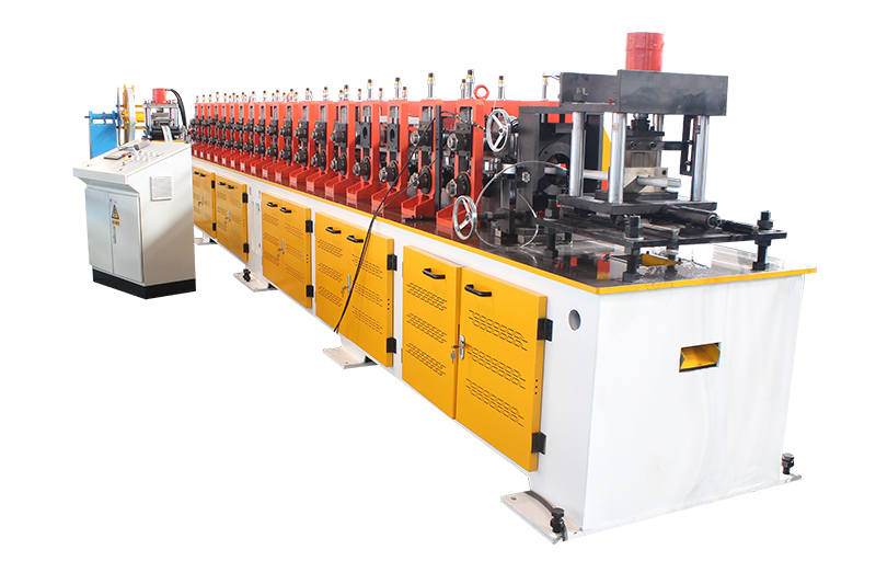C GUIDE ROLL FORMING MACHINE