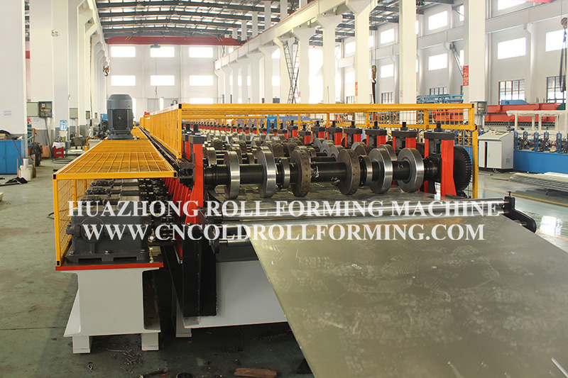 DECKING PLATE FORMING MACHINE